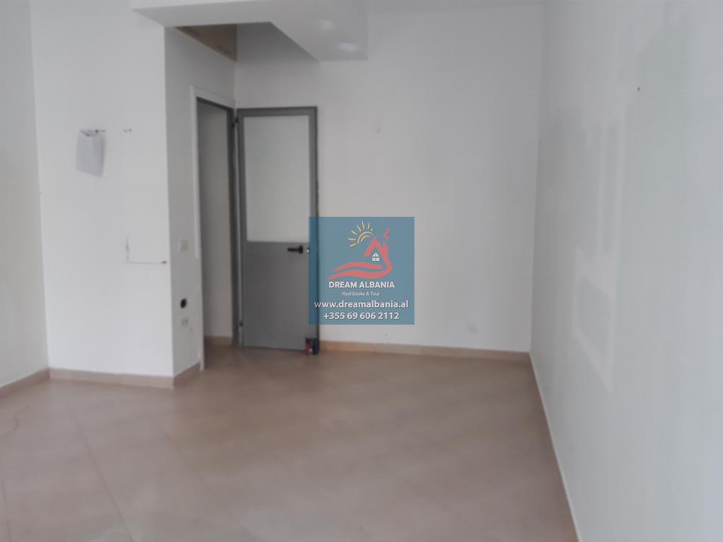 (Shqip) Dyqan me qera ne zonen e bllokut prane sheshit Willson ne Tirane (ID4271209 )