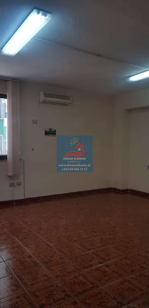 Zyre me qera Bllok Rruga Ibrahim Rugova prane Xheko Imperial ne Tirane (ID 4261252 )