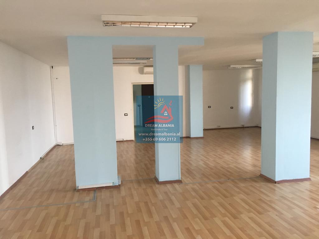 Zyre me qera ne Rrugen e Bogdanve prane Shkolles Avni Rustemi ne Tirane (ID 4261272 )