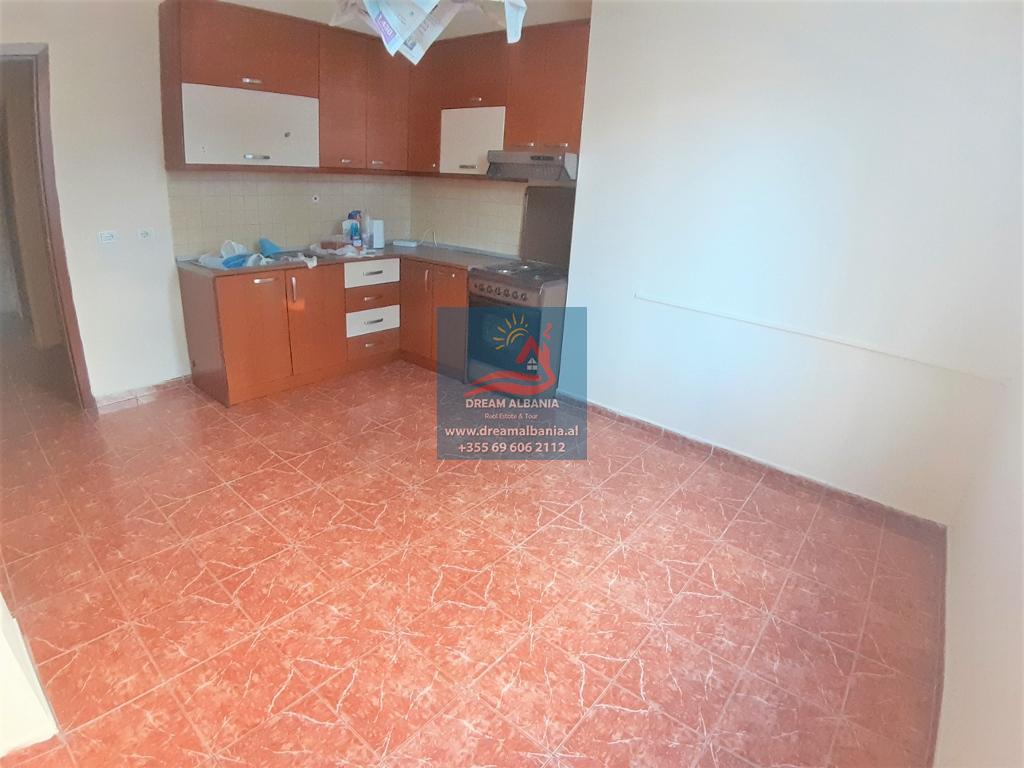 Продается квартира с двумя спальнями на улице Кавая, недалеко от немецкой больницы в Тиране (ID 4121303)
