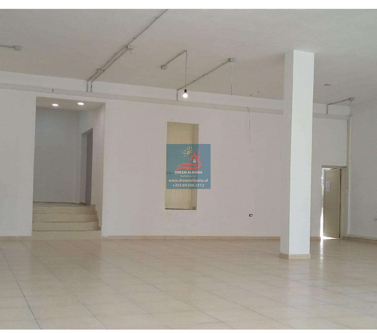 Dyqan me qera Prane Pazarit te Ri rruga Avni Rustemi ne Tirane(ID 4271385)