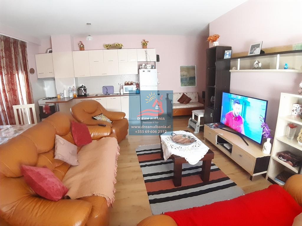 Zyre me qera ne zonen e Komunes se prane Kika 2 ne Tirane (ID 4261331 )