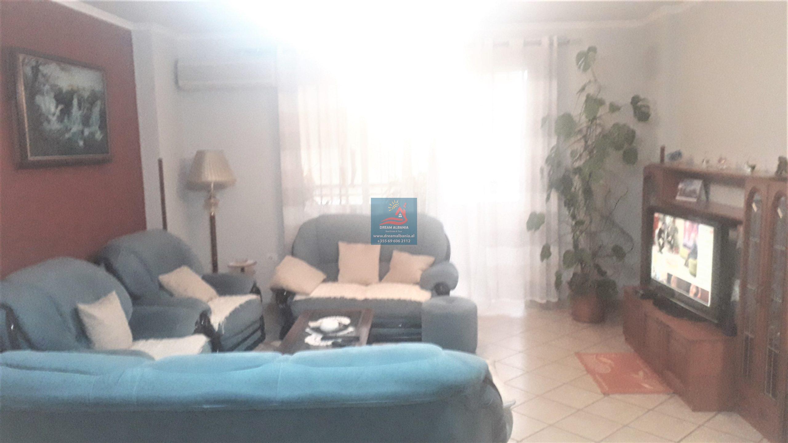 """Apartament 3+1 ne shitje Sheshi Willson, prane Gjimnazit """"Petro Nini Luarasi"""", ne Tirane (ID 4131087 )"""