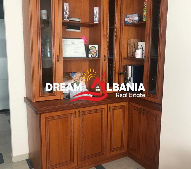 Zyre me qera ne Tirane (1)