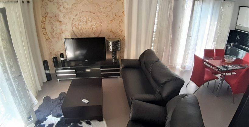 Apartament 2+1 me qera ne katin e 3 te nje Vile ne rrugen e Durresit prane Ministrise se Arsimit ne Tirane (ID 4251118 )