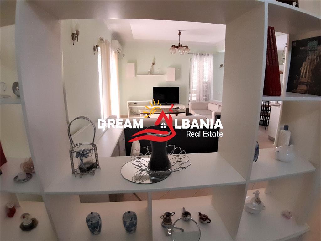 Apartament 2+1 me qera ne katin e 2 te nje Vile ne rrugen e Durresit prane Ministrise se Arsimit ne Tirane (ID 4251117 )